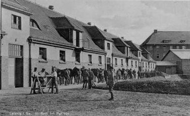 http://www.lexikon-der-wehrmacht.de/Kasernen/Wehrkreis04/Bilder/Leisnig_III_Bat_Inf_Regt_101_Staelle.JPG