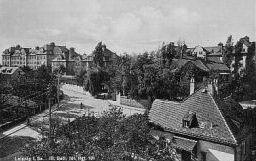 http://www.lexikon-der-wehrmacht.de/Kasernen/Wehrkreis04/Bilder/Leisnig_III_Batl_Inf_Regt_101_1937.jpg