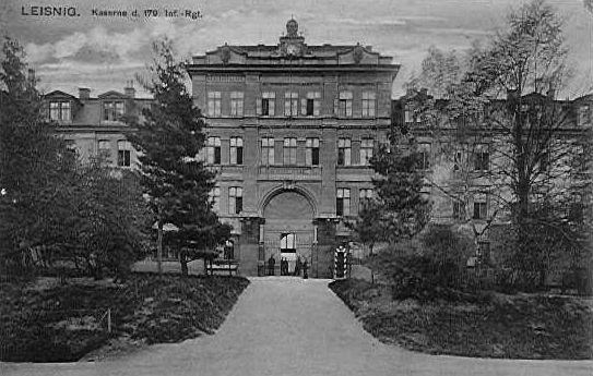 http://www.lexikon-der-wehrmacht.de/Kasernen/Wehrkreis04/Bilder/Leisnig_Portal_1918.JPG
