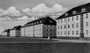 http://www.lexikon-der-wehrmacht.de/Kasernen/Wehrkreis04/Bilder/Leisnig_in_Sachsen_III_Bat_Inf_Regt_101.JPG