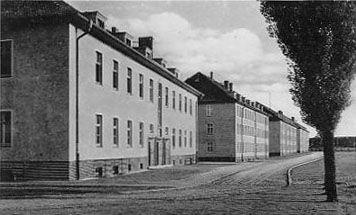 http://www.lexikon-der-wehrmacht.de/Kasernen/Wehrkreis04/Bilder/Leissnig_IR101_4_Bloecke_1938.JPG